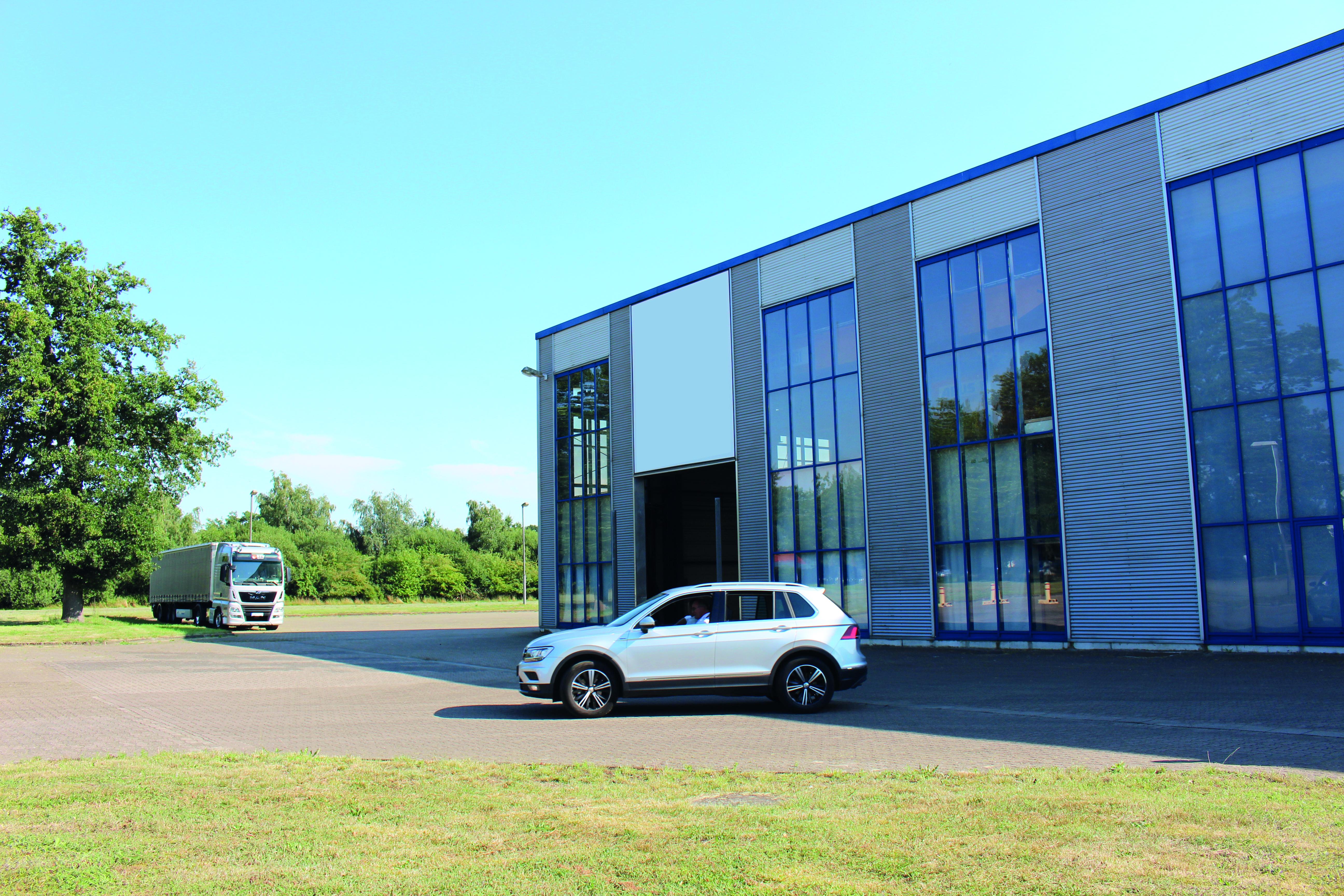 Eine Hallenfläche von 500 Quadratmetern bietet zusätzlich Regalstellplätze und Stellplätze in Kleinteileregalen. (Foto: Creaton GmbH)