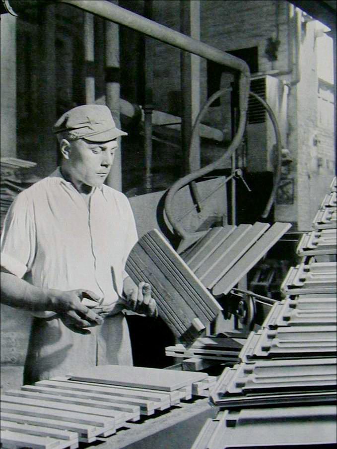 CREATON History - Roof tiles quality inspection