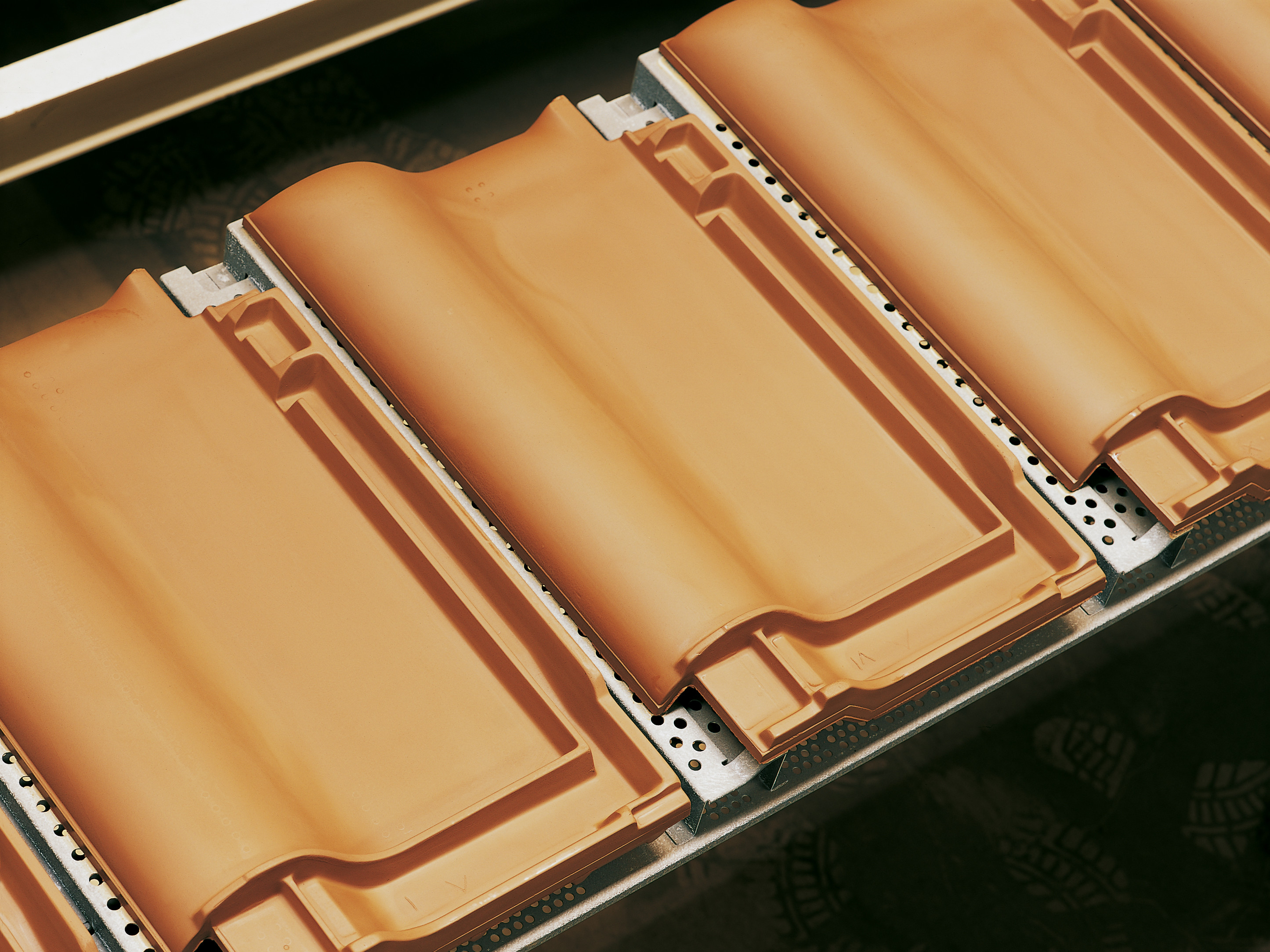 Production process clay roof tiles
